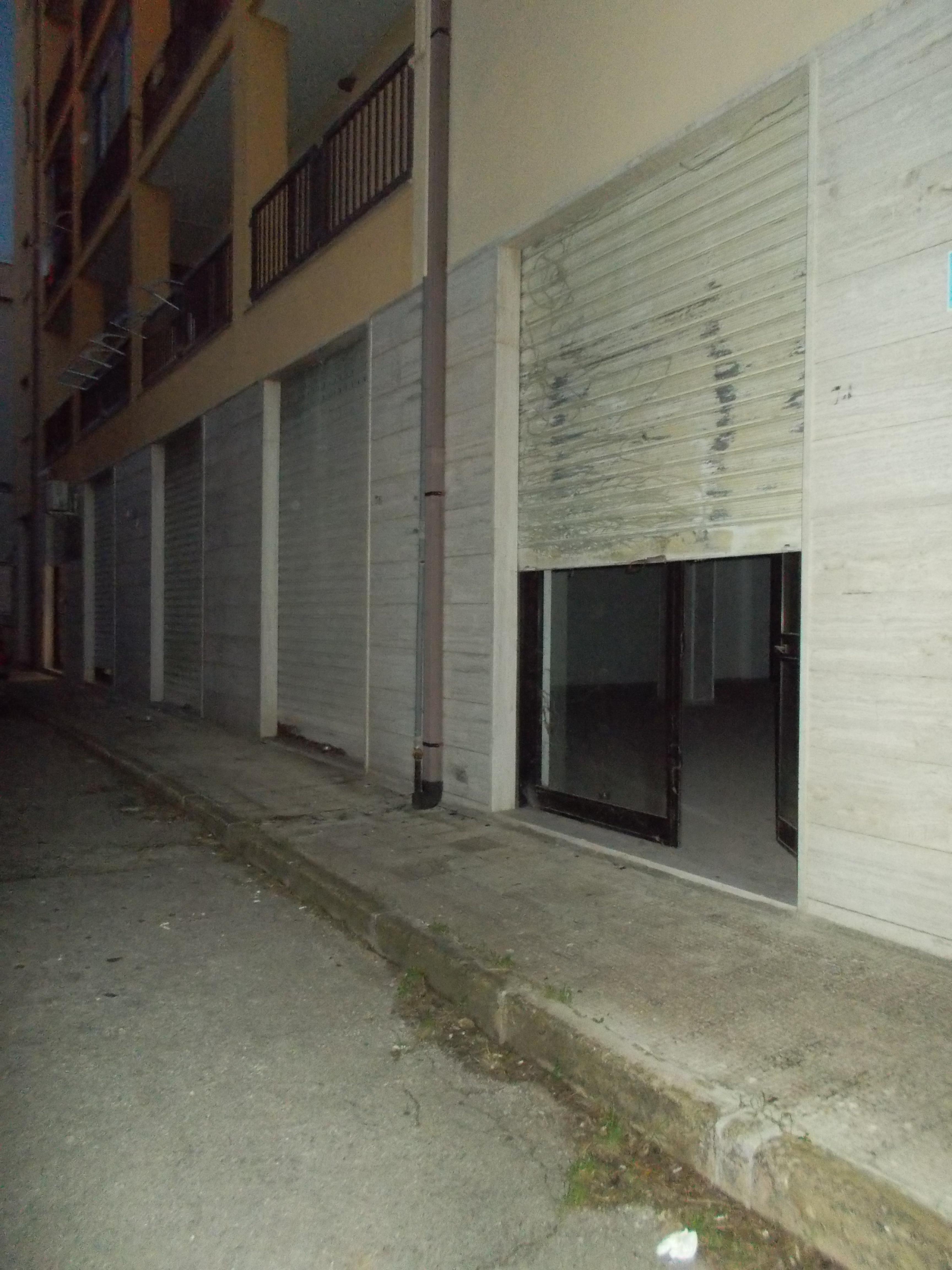 FRANCAVILLA FONTANA: LUMINOSO LOCALE COMMERCIALE