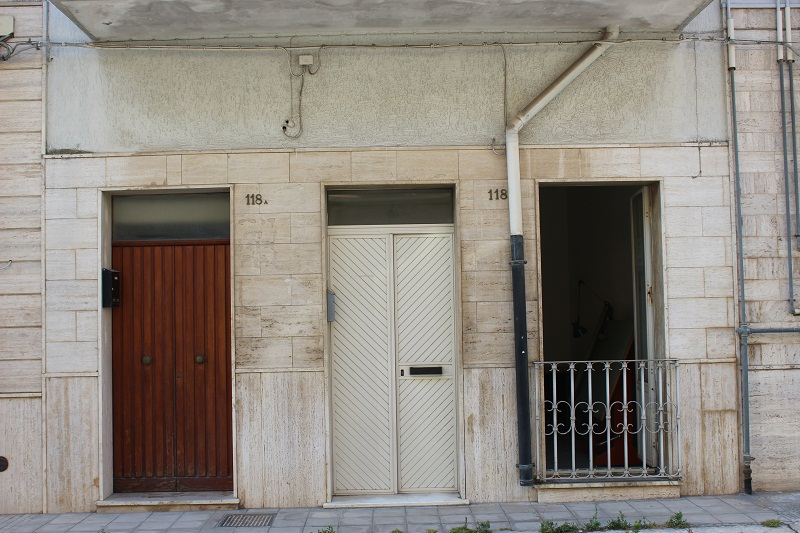 FRANCAVILLA FONTANA: APPARTAMENTO PIANO TERRA DI 74 MQ