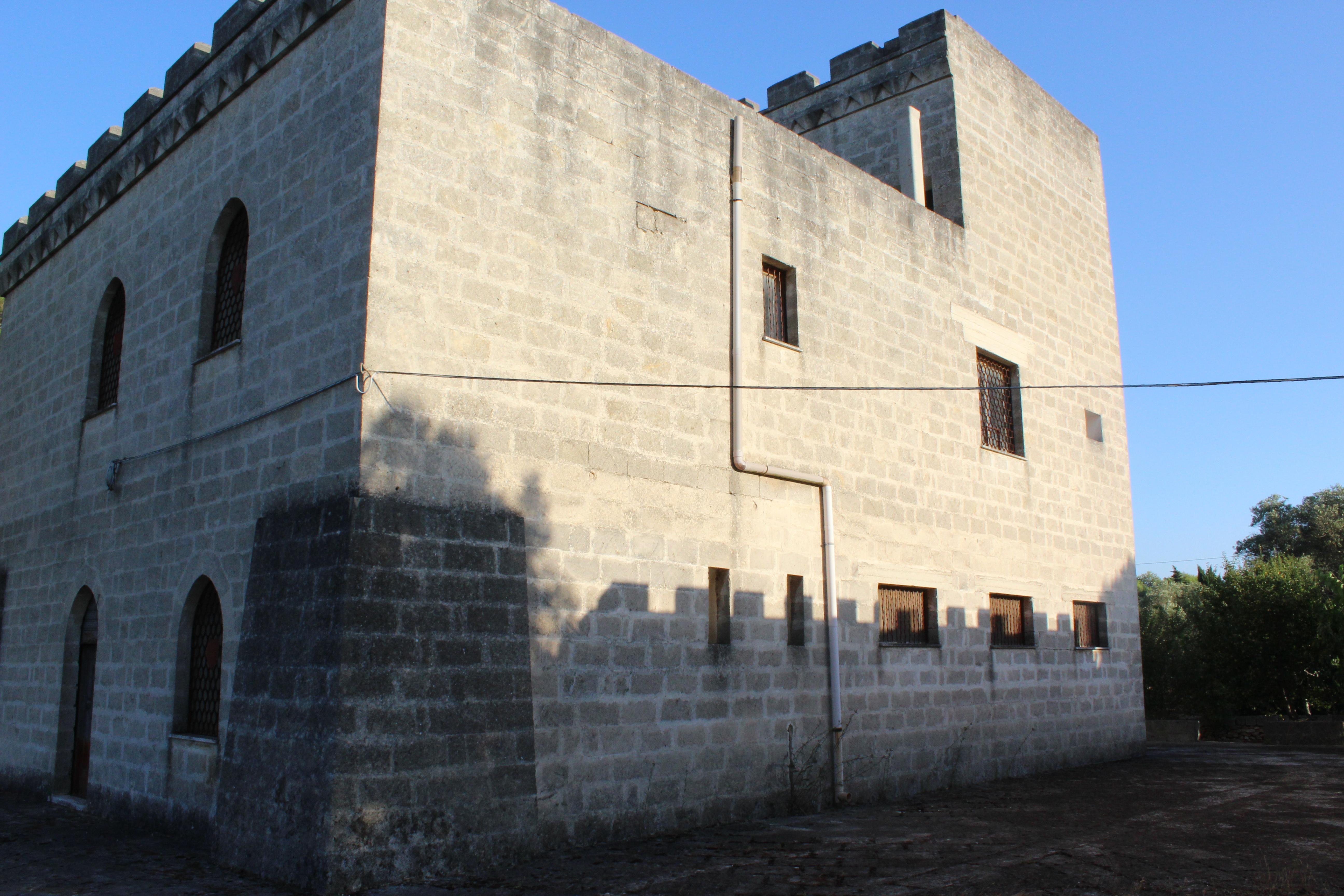 Villa castelli piccolo maniero royal immobiliare di - Finestre castelli medievali ...