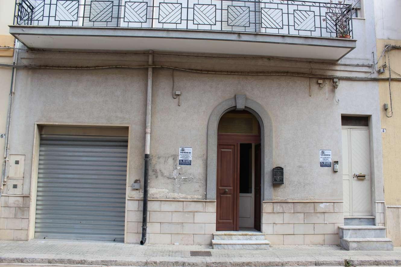 (Italiano) Francavilla Fontana: Ampio appartamento P.T.