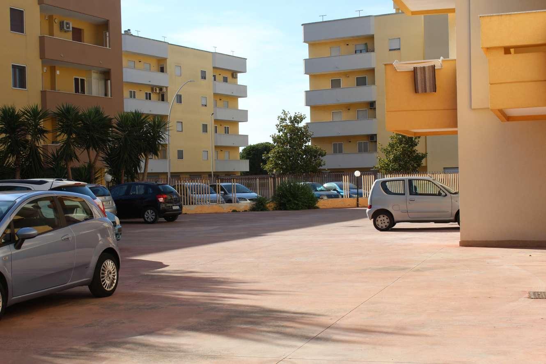 FRANCAVILLA FONTANA: AMPIO APPARTAMENTO CON BOX E POSTO AUTO 3P CON ASCENSORE