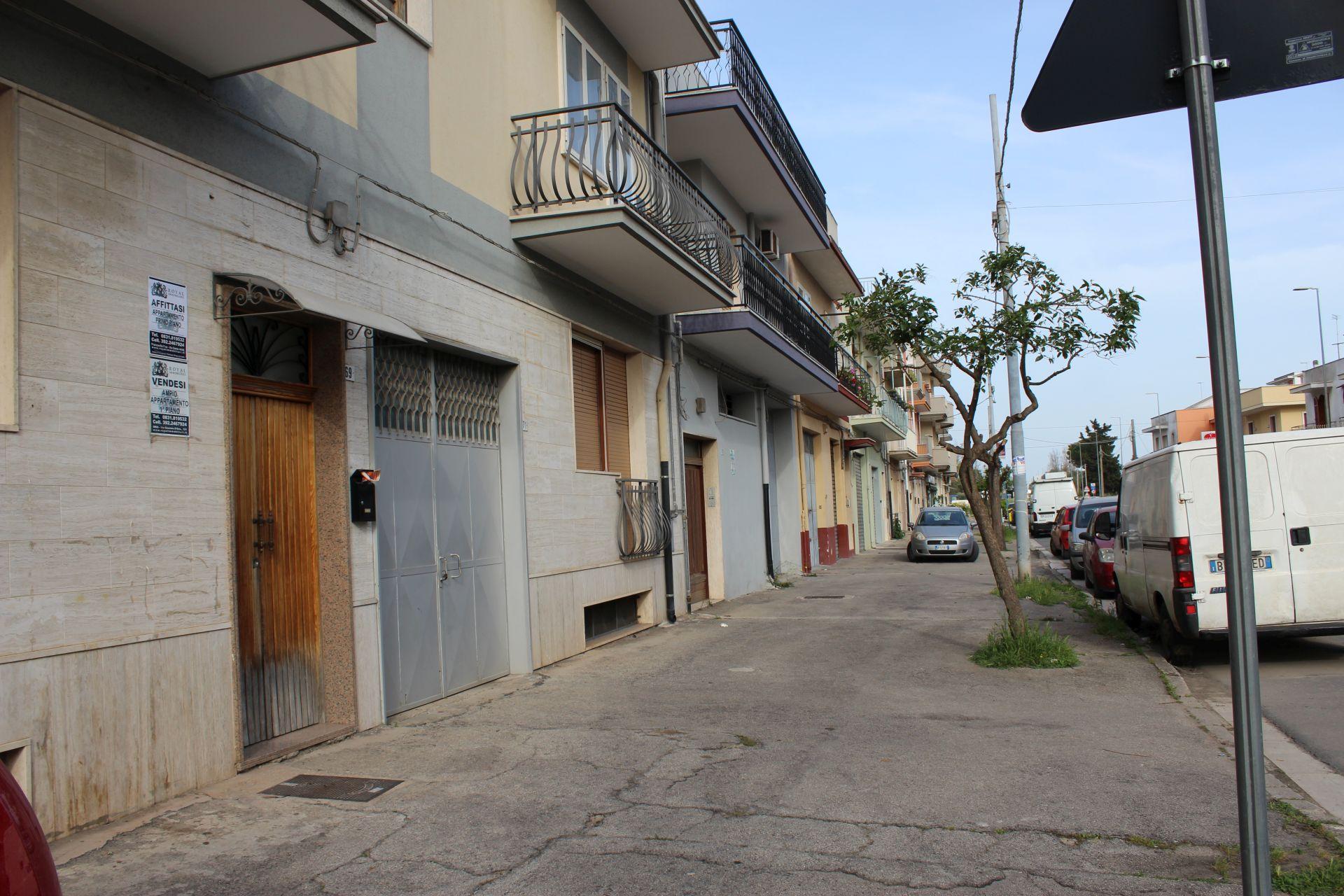 (Italiano) Francavilla Fontana: Ampio Appartamento in  Via Oria